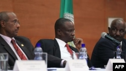 Chairperson of the Intergovernmental Authority on Development Special Envoys Negotating team Seyoum Mesfin, South Sudan leader of the opposition's negotiating team Gen Taban Deng and IGAD special Envoy Mohammed Ahmed Mustefa
