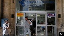 Sebuah kantor pos di Havana, Kuba (foto: dok). AS dan Kuba sepakat memulihkan kembali layanan pos langsung yang terputus lebih dari 50 tahun.