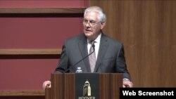렉스 틸러슨 미국 국무장관이 17일 스탠포드대학 후버연구소에서 열린 행사에서 연설하고 있다.