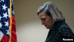 Trợ lý Ngoại trưởng Mỹ Victoria Nuland rời cuộc họp báo ở Đại sứ quán Mỹ ở Kiyiv, Ukraina, ngày 7 tháng 2, 2014.