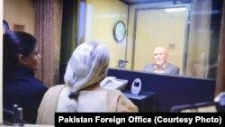 اسلام آباد میں وزارت خارجہ میں مبینہ بھارتی جاسوس کی اپنی والدہ اور اہلیہ سے ملاقات ۔ 25 دسمبر 2017