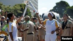 Obor olimpiade ketika melewati Brasilia, Brazil bulan Mei lalu (foto: ilustrasi).
