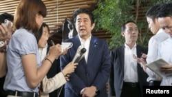 아베 신조 일본 총리가 지난 7월3일 총리 관저에서 기자들의 질문에 대답하고 있다.(자료사진)