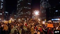 Người biểu tình tụ họp ở Quảng trường Foley, trong cuộc xuống đường phản đối được những người tổ chức gọi là ngày hành động