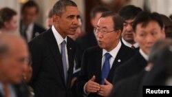 5일 러시아 상트페테르부르크에서 열린 주요20개국 정상회의에서 반기문 유엔 사무총장(오른쪽)이 바락 오바마 미국 대통령 등 다른 정상들과 함께 만찬장에 입장하고 있다.