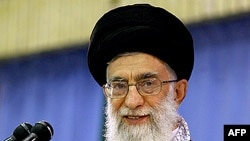 اصلاح طلبان ایران اقتدار رهبر جمهوری اسلامی را به چالش می گیرند