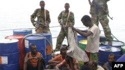 Các tên hải tặc Somalia đã bắt giữ một tàu đánh cá của Nam Triều Tiên với 43 người trên khoang.