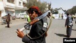 Un partisan houthi à Sanaa, au Yémen, le 2 avril 2020.