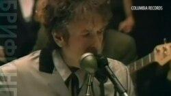 Боб Дилан продолжает игнорировать Нобелевский комитет