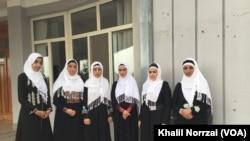 این دختران جوان می گویند که زنان قادر اند تا در روند صلح افغانستان نقش برازندۀ ایفا کنند.