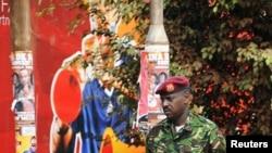 Muhoozi Kainerugaba, umuhungu wa perezida wa Uganda, Yoweri Museveni,yahawe ikidali inyuma yuko yadugijwe ipete, akaba Jenerali Major