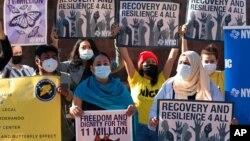 ARHIVA - Demonstranti u New Yorku traže od novoizabranog predsjednika Joea Bidena da mu imigraciona reforma bude prioritet, 9. novembar 2020. (Foto: AP)