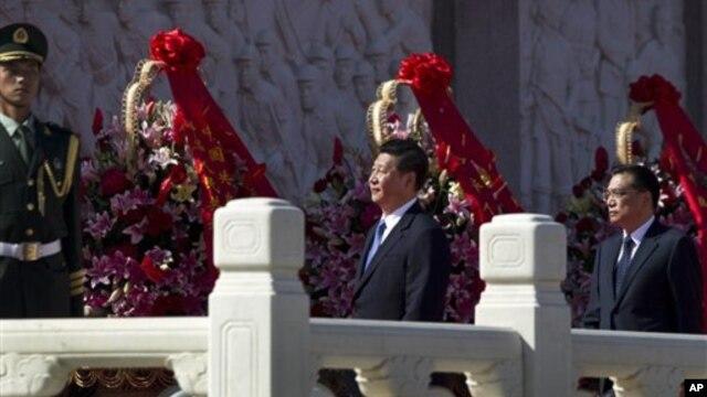Phó Chủ tịch Trung Quốc Tập Cận Bình (giữa) và phó Thủ tướng Lý Khắc Cường