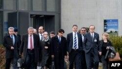 Les responsables gouvernementaux et rebelles syriens, arrivant aux pourparlers de Genève II