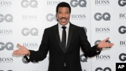 Lionel Richie poses for photographers at the GQ Men of the Year Awards 2015 at a central London venue, London, Sept. 8, 2015.