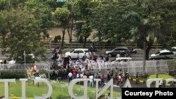 Para anggota Front Pembela Islam (FPI) melakukan aksi 'sweeping' ke pusat-pusat perbelanjaan (foto courtesy: Istimewa).