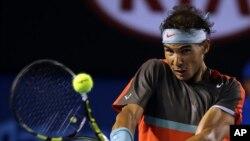 Tay vợt Rafael Nadal của Tây Ban Nha trong một trận đấu giải Australia Mở rộng