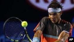 Petenis Spanyol, Rafael Nadal berhasil mengalahkan petenis Perancis, Gael Monfils dalam Kejuaraan Tenis Terbuka Australia, di Melbourne, Sabtu (18/1).