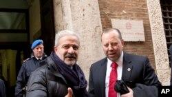 Pihak berwenang Italia dan Amerika