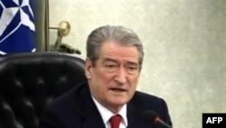 Kryeministri Berisha kërkon ndihmë për zonat e bllokuara nga dëbora