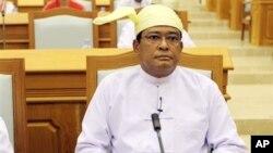 15일 버마 의회에 출석한 니얀 툰 신임 부통령.