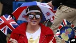 Woman celebrates Queen Elizabeth's Diamond Jubilee in London, Jun 4, 2012