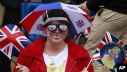 Woman celebrates Queen Elizabeth's Diamond Jubilee in London, Jun 4, 2012