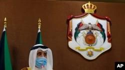 Waziri wa mambo ya nje wa Kuwait Ahmad Nasser al-Sabah akizungumza na waandishi wa habari mjini Amaan Jordan Oct.19, 2020 .