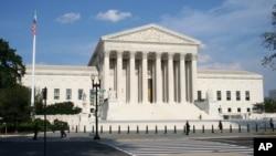 نمای از ساختمان محکمۀ عالی ایالات متحده در شهر واشنگتن دی سی