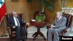 Presiden Lebanon Michel Sulaiman (kiri) menerima kunjungan utusan PBB untuk Suriah, Lakhdar Brahimi di Beirut (17/10).