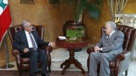 Libanski predsednik Mišel Sulejman (levo) u razgovoru sa izaslanikom UN i Arapske lige Lakdarom Brahimijem