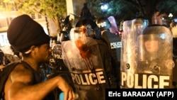په سیاټل کې د شورو، چهارشنبې، په ورځ مظاهرې پرامنه وې خو د دې نه په وړاندې ورځو کې په ښار کې د احتجاجونو په مهال د پولیس او مظاهره چیانو ترمنځ نښتې شوې وې او صدر ټرمپ د ښار احتجاج کوونکې د کور ترهګرو په نامه یاد کړي دي