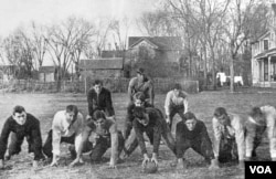Duayt uşaqlıq illərini Amerikanın mərkəzi ştatı Kanzasda keçirib. Duayt – birinci cərgə, sağdan ikinci