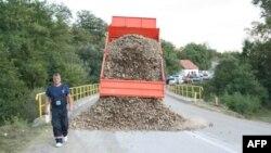 Geçen ay bir yola barikat kuran Kosovalı Sırplar
