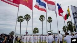 美國海軍軍人在泰國東部一個海軍基地舉行東盟-美國海上演習開幕式。(2019年9月2日)