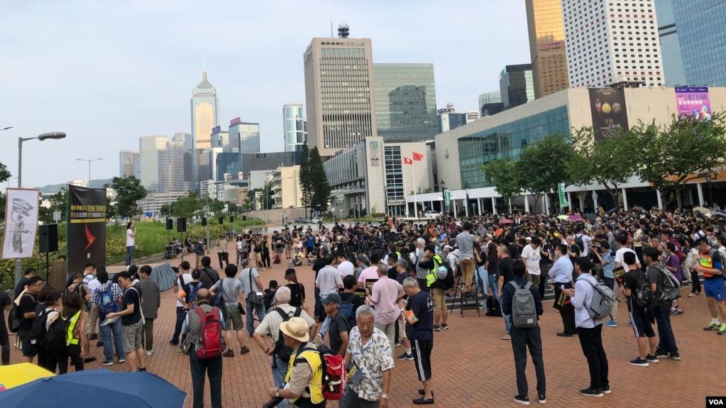 香港民众反送中示威进入第81天 抗议国泰航空屈从北京打压员工