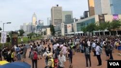 2019年8月28日香港民眾在港島中區抗議國泰航空屈服北京壓力打壓員工 (美國之音黎堡拍攝)