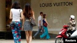 Cửa hàng Louis Vuitton tại trung tâm mua sắm Tràng Tiền Plaza ở Hà Nội.