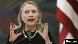 Hillary Clinton dijo que en la oposición siria deben estar representados quienes hoy combaten dentro del país por su libertad.