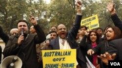 Masyarakat India berdemo di depan Kedutaan Australia di New Delhi (Jan/6/10) atas isu ras yang berakibat penyerangan terhadap pelajar India di Australia.