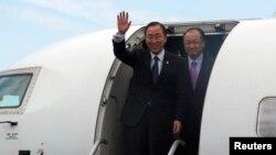반기문 UN 사무총장이(왼쪽) 23일 콩고민주공화국 동부 고마 시에 도착했다.
