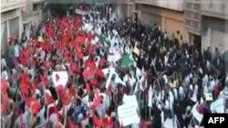 Một bức ảnh trích từ video cho thấy cuộc biểu tình của sinh viên Syria ở thành phố Homs