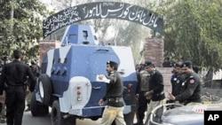 美國外交官早前被移送巴基斯坦法院情況。