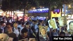 香港多個團體舉行示威 呼籲習近平立即釋放劉曉波(美國之音海彥拍攝)