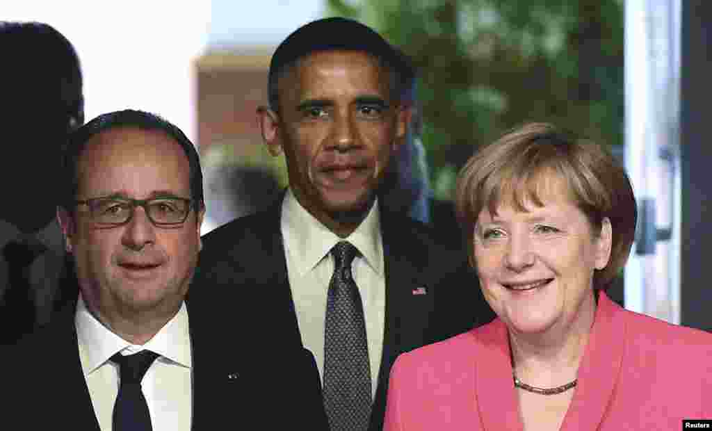 法国总统弗朗索瓦·奥朗德(左),美国总统奥巴马(中)和德国总理默克尔在G7峰会上。