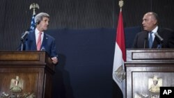 U.S. Secretary of State John Kerry (L) listens to Egypt's Foreign Minister Sameh Shoukry during a joint news conference in Cairo, Sept. 13, 2014. Kerry said on Saturday that Egypt has a critical role to play in countering Islamic State's ideology.