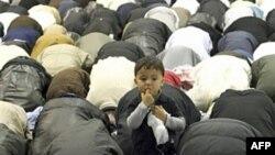 Một buổi cầu nguyện của người Hồi giáo ở thành phố Marseille, Pháp