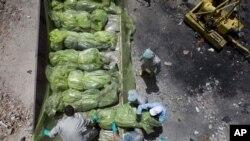 Des cadavres dans des sacs en plastique à Misrata