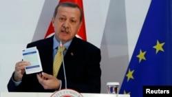 Turkiya Bosh vaziri Rajab Toyib Erdog'an Yevropa ittifoqi bilan imzolangan yangi bitimning ahamiyati haqida gapirmoqda, Anqara, 16-dekabr, 2013-yil.