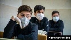 Iranian students attended class during corona virus pandemic, دانش آموزان ایرانی در دوران شیوع کرونا سر کلاسها حاضر شدند